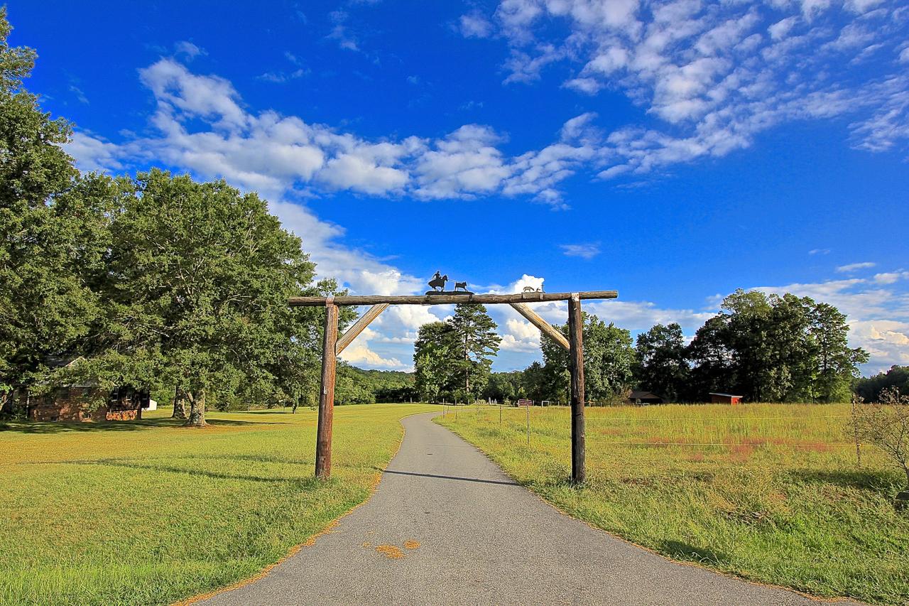 271 Trails End Entrance