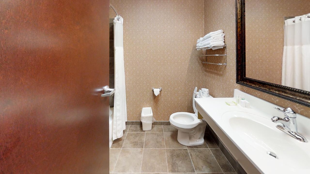 TCC-Barrow-Main-Floor-Bathroom